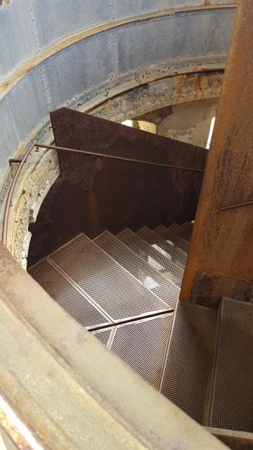 Metalltreppe rauf auf den Leuchtturm